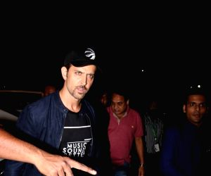 Hrithik Roshan & Arjun Rampal spotted at airport