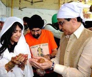 Jitender, Ekta Kapoor visit Golden Temple