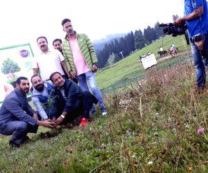 Gulmarg (Jammu and Kashmir): John Abraham in Gulmarg