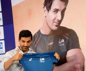 John Abraham unveils the Mumbai Marathon 2017 jersey