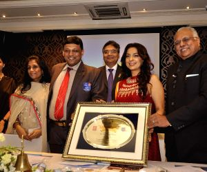 Juhi Chawla receive vocational excellence award