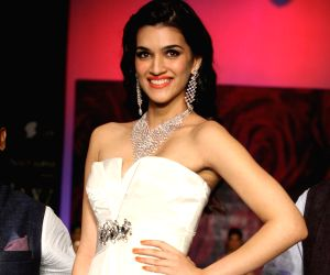 Kriti Sanon showstopper at IIJW 2014 - Day 3