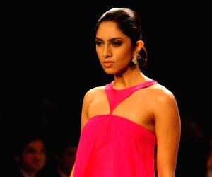 Lisa Ray showstopper at IIJW 2014 – Day 1