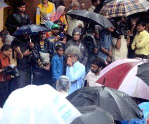 Shashi Kapoor's funeral - Makarand Deshpande