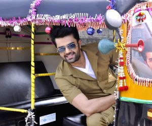 Manish Paul turns autorickshaw driver for Mission sapne