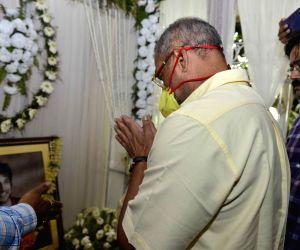 Nana Patekar meets Sushant's family, pays his condolences