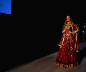 Neha Dhupia showstopper at IIJW 2014 – Day 1