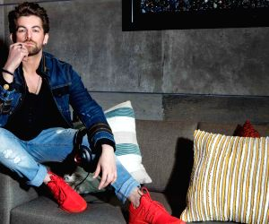 Neil Nitin Mukesh, Prakash Jha become neighbours