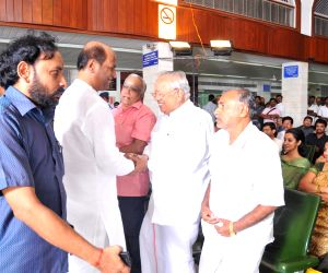Rajinikanth  pays tribute to K. Balachander