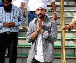 Rajiv Thakur visits Golden Temple