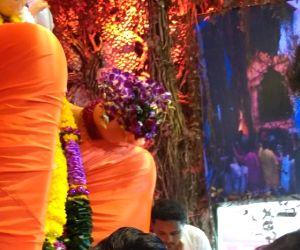Ravi Dubey visit Lalbaugcha Raja Ganesh pandal