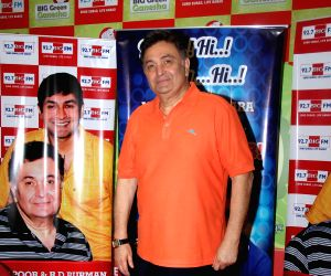 Rishi Kapoor celebrates birthday with FM radio station
