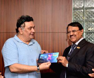 Rishi Kapoor launch IDBI debit card