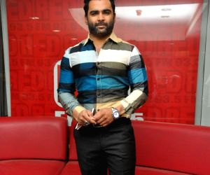 """Song launch of film """"Veedevadu"""" at 93.5 Red FM"""