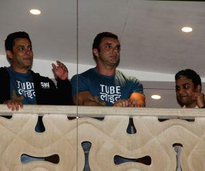 Salman Khan's Tubelight trailer launch outside his house