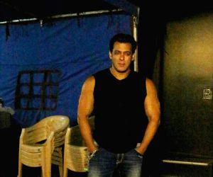Salman khan seen in mehboob studio