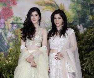 Sonam Kapoor and Anand Ahuja's wedding reception - Maheep Sandhu and Shanaya Kapoor