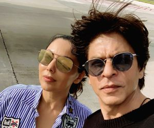 SRK posts pics of perfect family vacay in Maldives