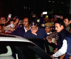 Shah Rukh Khan at Kolkata airport