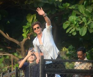 Shah Rukh Khan greets fans on his 52nd birthday