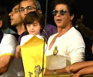 Children should believe in their own dreams: SRK