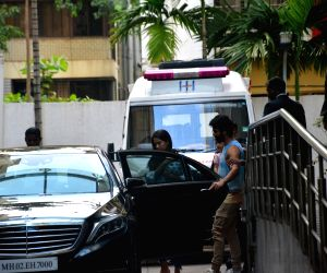 Shahid Kapoor and Mira Rajput at Hinduja hospital