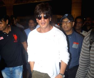 : Mumbai: Sharukh Khan spoted at Airpot