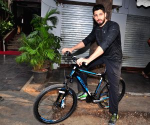 Sidharth Malhotra cycles at The Equal Street Movement