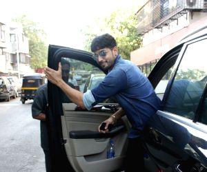 Sidharth Malhotra seen at Mumbai's Bandra