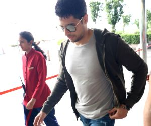 Sidharth Malhotra spotted at Airport