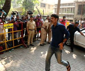 Sikandar Kher arrives to stand by grief struck Kapoor family