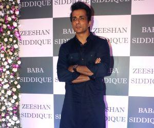 Baba Siddique's Iftar party - Huma Qureshi, Sonu Sood, Karan Tacker