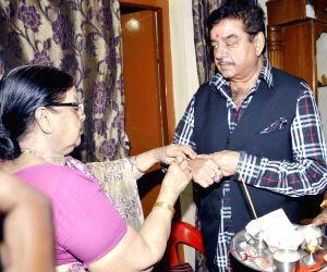 Raksha Bandhan - Shatrughan Sinha