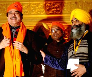 Shatrughan Sinha visits Gandhi Maidan tent city
