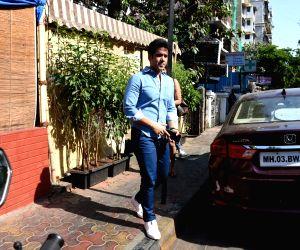 Tusshar Kapoor seen at a Bandra cafe