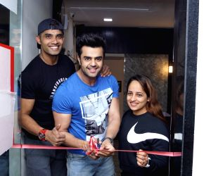 Maniesh Paul at the inauguration of a fitness studio
