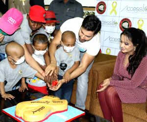 Varun Dhawan spreads awareness on cancer
