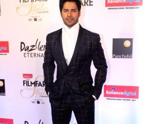 "Filmfare Glamour & Style Awards 2017"" - Varun Dhawan"