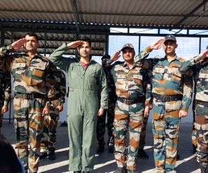 Varun Dhawan spends two 'magical' days with Indian Air Force