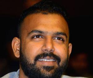 Vijay Devarakonda's Meeku Maathrame Cheptha pre-release event