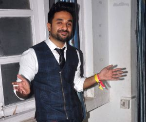 Vir Das' notebooks 'Frequent Breaks' to inspire students