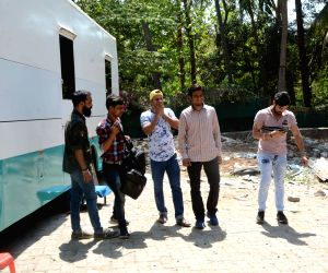 "Sanjay Mishra, Vivaan Shah at the shooting of ""Coat"
