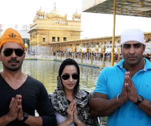 Abhinav Shukla, Varinder Singh Ghuman , Himarsha V, Aadil Chahal at Golden Temple