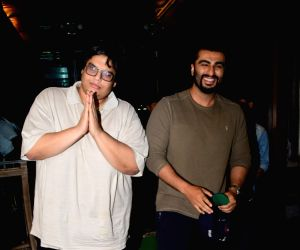 Arjun Kapoor and Tanmay Bhatt spotted at Juhu