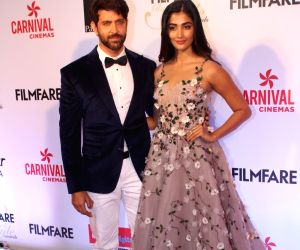 "Filmfare Glamour & Style Awards 2017"" - Hrithik Roshan and Pooja"