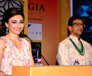 Javed Jaffrey, Soha during a programme