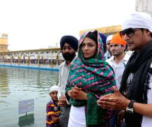 Jimmy Shergill and Neeru Bajwa at Golden Temple