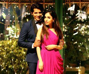 "Wrap up of film ""Hume Tumse Pyaar Kitna"" - Karanvir Bohra and Priya Banerjee"