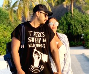 Arjun Kapoor kisses birth