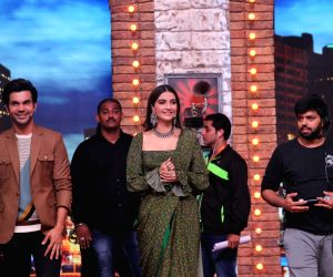Rajkummar Rao and Sonam Kapoor on the sets of 'Movie Masti with Manish Paul